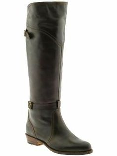 Was all about cognac last winter, but this fall, its totally back to black-and these riding boots are perfection.
