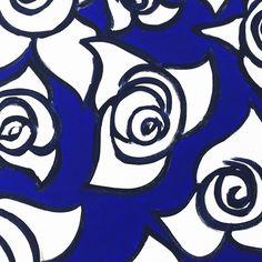 Particolare in bianco e blu con Rose. Collezione privata di STRA-DE  STRATEGIC-DESIGN.
