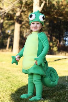 Pascal from Tangled costume tutorial Disney Costumes, Baby Costumes, Cool Costumes, Costume Ideas, Flynn Rider Costume, Wolf Costume, Halloween Kostüm, Holidays Halloween, Halloween Costumes