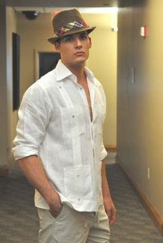 """FOTOS: Moda de verano para caballeros  John C. Shay is wearing a sample of my """"closet""""."""
