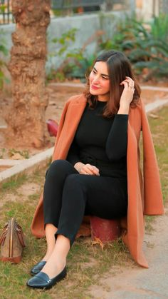 Stylish Girls Photos, Girl Photos, Casual Fall Outfits, Casual Wear, Western Dresses For Girl, Beautiful Pakistani Dresses, Pakistani Actress, Fashion Dresses, Girls Dresses