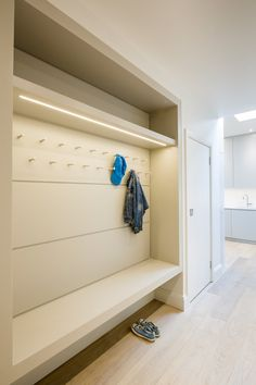 Muswell Hill House By Jones Associates Architects. The long, deep top shelf/storage space would be useful for sports bags/equipment. I like the two levels of hooks, one for bags one for coats/hats. Vestibule, Interior Design Living Room, Living Room Designs, Contemporary Hallway, Mudroom Laundry Room, Mudroom Cabinets, Hallway Storage, Changing Room, House On A Hill