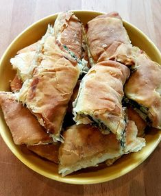 Greek Recipes, Pie Recipes, Cooking Recipes, Healthy Recipes, Spinach Quiche Recipes, Spinach And Feta, Pizza Tarts, Greek Pita, Greek Pastries