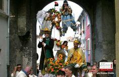 Esistono tradizioni capaci di aggregare città intere. La Processione dei Misteri, che si svolge a Campobasso il giorno del Corpus Domini, è una di queste e per organizzarla l'intera città si mette in moto già qualche mese prima. Conoscete altri eventi capaci di coinvolgere l'intera comunità nella sua organizzazione?