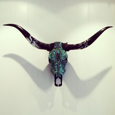 Would be perfect with white marble horns and a floral or crystal head Cow Skull Decor, Cow Skull Art, Bull Skulls, Deer Skulls, Longhorn Skulls, Longhorn Steer, Painted Animal Skulls, Carved Skulls, Crane
