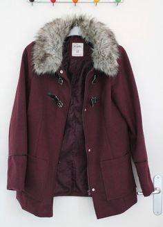 À vendre sur #vintedfrance ! http://www.vinted.fr/mode-femmes/manteaux-dhiver/49763507-manteau-bordeaux-col-fausse-fourrure