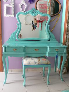 I want a vanity similar to this but different color... & damask :)