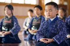 """""""As pessoas falam tanto em deixar um planeta melhor para as suas crianças, mas se esquecem de deixar melhores crianças para esse planeta.""""  - Thrangu Rinpoche"""