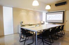 FRANQUICIA GUTTA. Local insignia, sala de reuniones y entrenamiento.