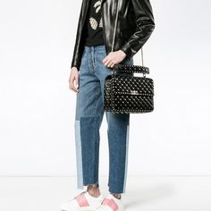Valentino Store, Valentino Bags, Valentino Rockstud Bag, Plus Fashion, Fashion Tips, Fashion Design, Fashion Trends, First Photo, Street Style
