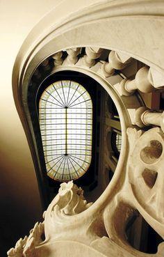 1899- 1901- Casa Garriga Nogués - C/ Diputació, 250. Enric Sagnier i Villavecchia. Casa per a Rupert Garriga, amb vitralls d'Antoni Rigalt i escultura d'Eusebi Arnau. Interior