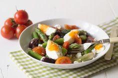 Salată-cu-sparanghel-și-oua Fruit Salad, Detox, Healthy Recipes, Fruit Salads, Healthy Eating Recipes, Healthy Food Recipes, Clean Eating Recipes, Healthy Diet Recipes, Healthy Cooking Recipes