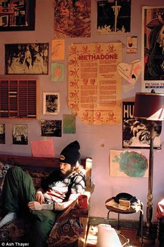 Ash Thayer's Kill City: Lower East Side Squatters captures the bohemia as it was: an enclave of derelict buildings taken over by vibrant outcasts. Lower East Side, Bedroom Inspo, Bedroom Decor, Punk Bedroom, Kill City, Retro Room, Messy Room, Grunge Room, Dream Apartment
