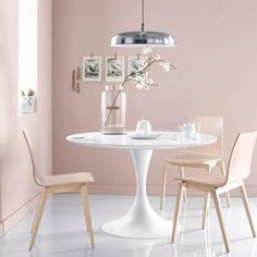 Luminaire Salle à manger. Ideas for the dining area. Murs Roses, Deco Rose, Pastel Interior, Pastel House, Pink Room, Modern Dining Chairs, Dining Room Design, Dining Area, Dining Table