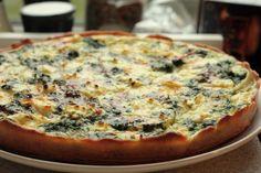 tærte med feta, spinat og løg Vegetable Pizza, Feta, Brunch, Veggies, Cooking Recipes, Sweet, Easy, Dessert, Garden
