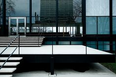 MIES VAN DER ROHE, Crown Hall, Illnois Institute of Technology, Chicago, 1950-1956./ Fotopedia