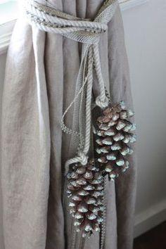ideen binden pine cone curtain ties this looks like Burkum, Burkum, and Angie H… - Haus Dekoration Curtain Tie Backs Diy, Curtain Ties, Curtains With Blinds, Drapes Curtains, Drapery, Christmas Pine Cones, Simple Christmas, Diy Christmas, Curtain Holder