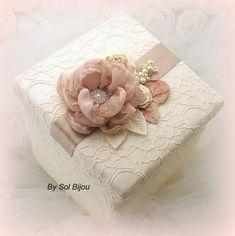 Keepsake Box Bridal Wedding Memory Box Girl Baby in by SolBijou Wedding Gift Wrapping, Wedding Gift Boxes, Creative Gift Wrapping, Creative Gifts, Cajas Shabby Chic, Shabby Chic Boxes, Baby Keepsake, Keepsake Boxes, Boite Explosive