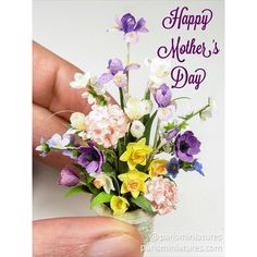 Happy Mothering Sunday to all the wonderful mums in the UK - but especially to mine who can still outpace me at ❤️❤️❤️ Miniature Plants, Miniature Fairy Gardens, Miniature Dolls, Diy Doll Miniatures, Polymer Clay Miniatures, Paper Flowers Diy, Flower Crafts, Minis, Mothering Sunday