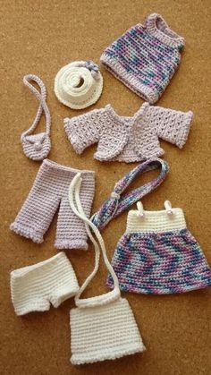 Crochet Doll Dress, Crochet Barbie Clothes, Doll Clothes Barbie, Knitted Dolls, Crochet Dolls Free Patterns, Crochet Doll Pattern, Crochet Toys, Crochet Baby, Knitting Dolls Clothes