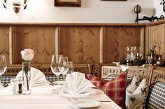 Gemütliche Abende in Bichlhof Restaurant - auch für nicht Hotelgäste Table Settings, Restaurant, Table Decorations, Furniture, Home Decor, Decoration Home, Room Decor, Diner Restaurant, Place Settings