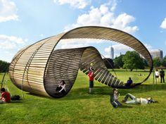 Pabellón MÖBI torre de agua: inspirado en las eternas curvas de Moebius, es ecológico y está hecho con materiales reciclados. Este pabellón está expresa adaptación, ciclo de vida y reutilización de materiales.