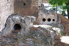 Tubature in terracotta emergono presso i pilastri spezzati dell'Arcus Neroniani, a via Statilia - Monografie Romane