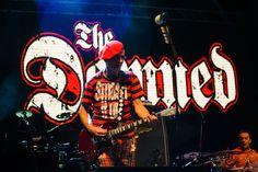 """Legendarni londonski pank veterani The Damned objavili su singl """"Standing On The Edge Of Tomorrow"""" kojim najavljuju novo studijsko izdanje Evil Spirits.Predstojeći album trebalo bi da bude objavljen 13. aprila zaSearch and Destroy / Spinefarm Records, a u pitanju je …"""