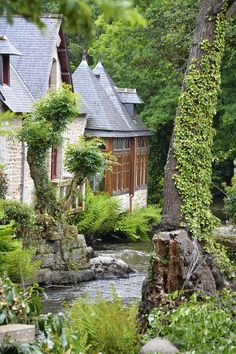 Pont-Aven - This is the one I want! Wonderful Places, Beautiful Places, Brittany France, French Countryside, Paris Hotels, France Travel, Paris France, The Good Place, Scenery