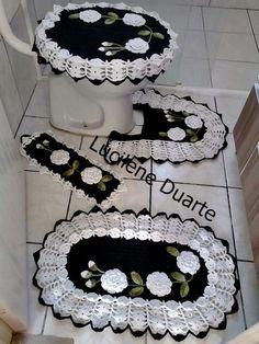 Jogo de banheiro | croche | pintura em tecido | preto e branco