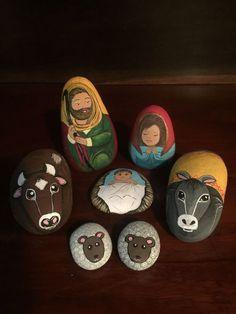 Nativity Painting, Diy Nativity, Christmas Nativity, Christmas Ornaments, Nativity Sets, Pebble Painting, Pebble Art, Stone Painting, Rock Crafts