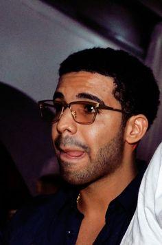 Why don't you wear these glasses anymore? Old Drake, Drake Ovo, Drake Take Care, Drake Wallpapers, Drake Drizzy, Drake Graham, Aubrey Drake, Black Love Art, Hip Hop And R&b