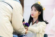 1128 아이유 Love poem 팬싸인회 by 민야선아님이(@IU_SunA) 만들어주신 새낙관 감사합니다 ㅋ#아이유 #러브포엠 #IU #LovePoempic.twitter.com/C8jSgXrJRC She Song, Kpop Girls, Celebrities, Laos, Beauty, Korean, Queen, Female, Twitter