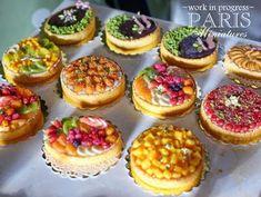 Paris Miniatures SIMP preview - miniature fruit tarts in one inch scale