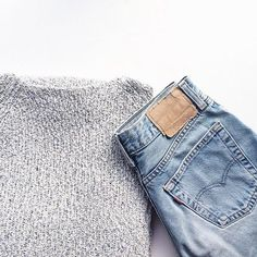 Comfy Grey Sweater / Light Blue Jeans