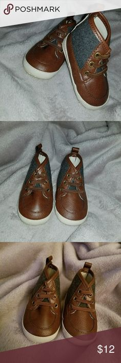 NWOT Old Navy Baby Boy Walker Shoe Brand new & never worn. Boy's 6-12M. Has a Velcro back & stretch, faux laces Old Navy Shoes Baby & Walker