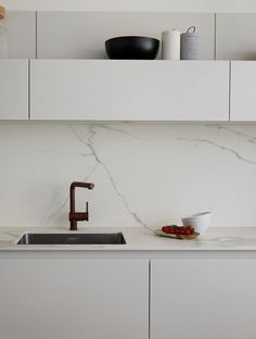 Splashback inspiration. The marble benchtop flows into the splashback in this stunning white space - Found on http://www.kitchenarchitecture.co.uk/