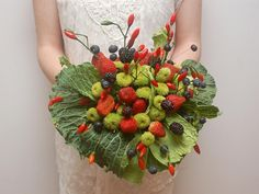 bouquet de mariée en fruits #B4wedding #wedding #mariage #fleur #original #insolite