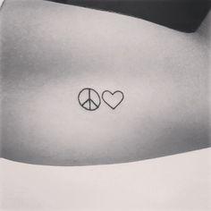 """Tatuagem feita por <a href=""""http://instagram.com/tisoaresmakeuptattoo"""">@tisoaresmakeuptattoo</a>                             ***Todas as fotos são retiradas dos perfis dos tatuadores ou são recebidas por email e direct.  Caso queira ver sua foto aqui também use a hastag  :)"""