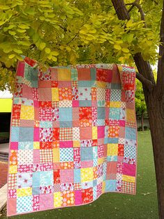 Surely I could figure this one out? One Green Apple: sherbert children at play quilt Quilting Tips, Quilting Tutorials, Quilting Projects, Quilting Designs, Sewing Projects, Scrappy Quilts, Easy Quilts, Small Quilts, Fabric Crafts