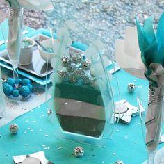 Résultats Google Recherche d'images correspondant à http://idata.over-blog.com/3/95/37/61/tables-Noel/table-turquoise-gris-blanc/Centre-de-table-Noel-vase-rempli-de-sable-et-boule-disco.jpg