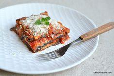 Dovlecei gratinați cu brânză și sos de roșii la cuptor - rețeta de parmigiana di zucchine   Savori Urbane Gnocchi, Mozzarella, Lasagna, Zucchini, Ethnic Recipes, Food, Essen, Meals, Yemek