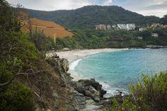 Los días perfectos se viven en la playa de #LasBrisasIxtapa. #Hotel