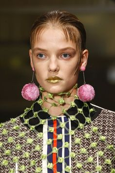Prada Spring 2016 Ready-to-Wear Fashion Show Details