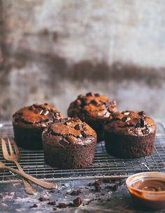 Ultimate Brownie Muffins - Made these tonight but used milk chocolate chips (cuz that's all I had) and Navitas cacao powder.  http://prettysimplesweet.com/ultimate-brownie-muffins/