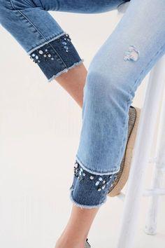 Salsa Jeans – Pantalones Wonder Push Up Capri con Brillo Pantalones Wonder Push Up Capri con Brillo – Salsa Denim And Lace, Artisanats Denim, Lace Jeans, Diy Jeans, Jeans Refashion, Jeans Pants, Trousers, Denim Fashion, Fashion Outfits