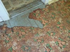 This house, built in still has a few original things about it, and I think the linoleum on this floor is one of them. Linoleum Flooring Rolls, Rubber Flooring, Vinyl Flooring, Kitchen Flooring, Rubber Tiles, Wood Vinyl, Vintage Interiors, Floor Design, House Painting