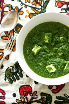 Palak Paneer : Succulent pieces of paneer in velvety smooth spinach sauce. An indian favorite!