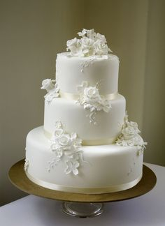 Best Wedding Cakes Simple Roses Ideas wedding cakes cakes elegant cakes rustic cakes simple cakes unique cakes with flowers Pretty Wedding Cakes, Wedding Cake Rustic, Wedding Cakes With Cupcakes, White Wedding Cakes, Wedding Cakes With Flowers, Elegant Wedding Cakes, Elegant Cakes, Beautiful Wedding Cakes, Wedding Cake Designs