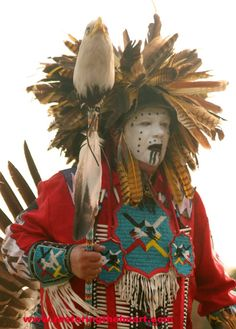 July 21 - Stand your Ground warriors! If we endure like dog solders fighting to the end for our people --- ( to finish reading click twice on photo) Ghostdancer Shadley - Eagle People - Playe gi ( go with blessings). Native American Warrior, Native American Pictures, Native American Regalia, Native American History, Native Indian, Native Art, Blackfoot Indian, Folk, Inca